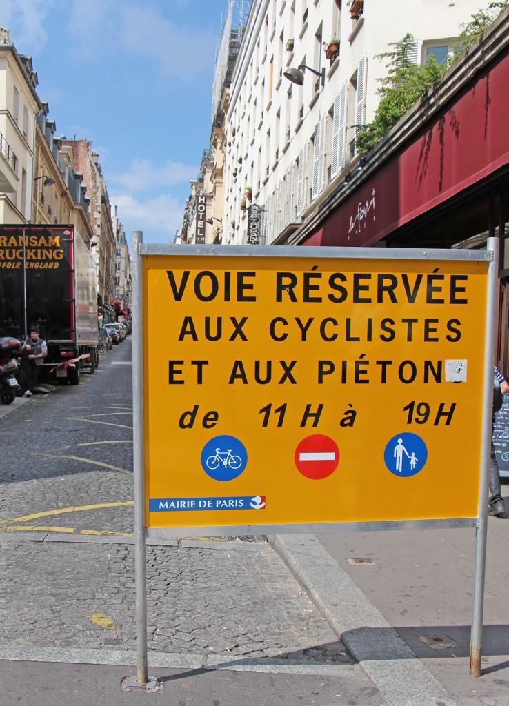 Le FDLCB (Front de libération de la ciboulette et du basilic) remercie aussi la Mairie de Paris d'interdire le quartier aux voitures tous les dimanches