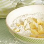 Pâte à tarte : beurre en morceaux et farine