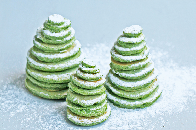 Sapins de Noël Pancakes verts aux épinards