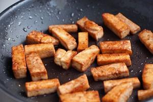 Tofu grillé à la sauce soja et au gingembre on