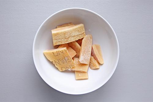 Croûtes de parmesan pour Bouillon aux croûtes de parmesan