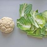 Feuilles de chou-fleur émincées sautées au wok, une recette Antigaspi