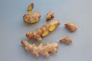 Comment préparer et conserver le gingembre - Racine de gingembre découpée
