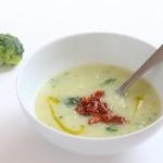 Caldo verde potage vegan au aux tiges de brocoli et chorizo végétal