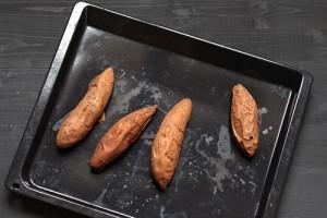 Patates douces garnies sauce avocat coriandre et graines germées
