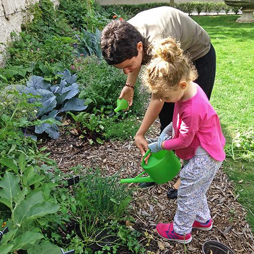 potager-urbain-musee-montmartre-paris-ateliers-jardinage-legumes-herbes-apprendre-à-cultiver-en-ville-enfants-adultes-nature-en-ville-paris-18-plein-air-printemps (4)